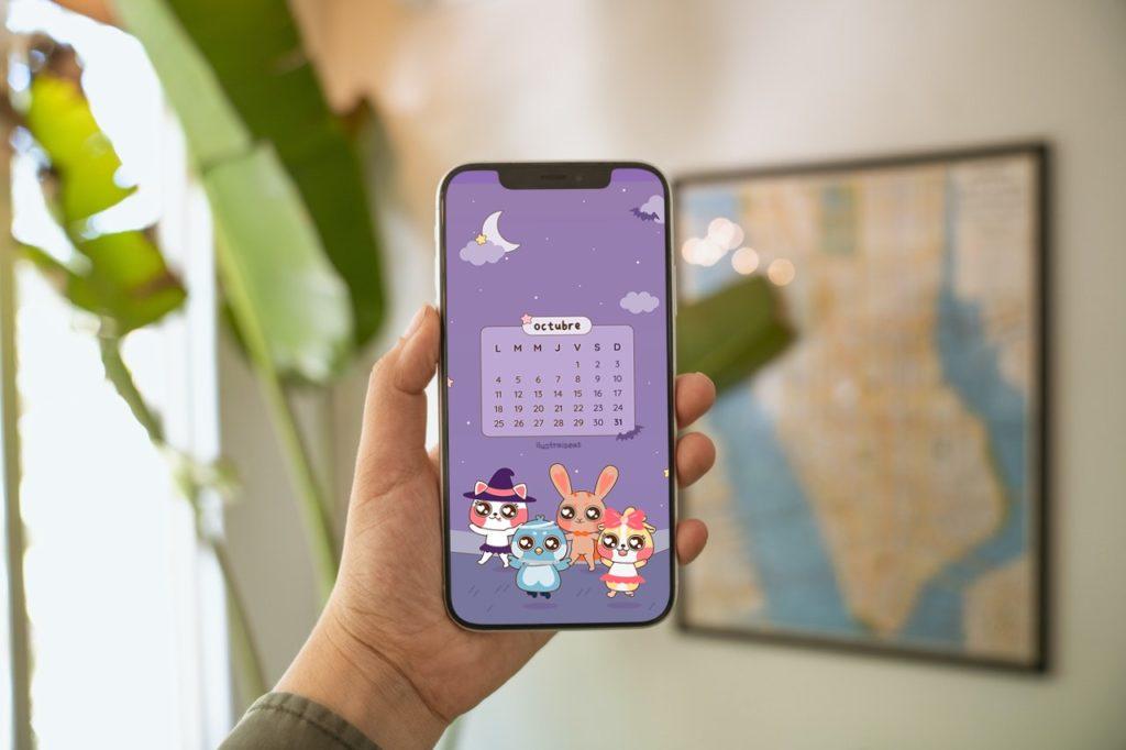 un celular con el calendario de octubre
